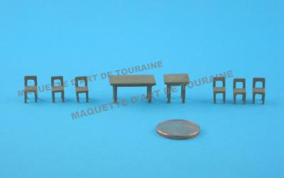 ASSORTIMENT DE TABLES ET DE CHAISES